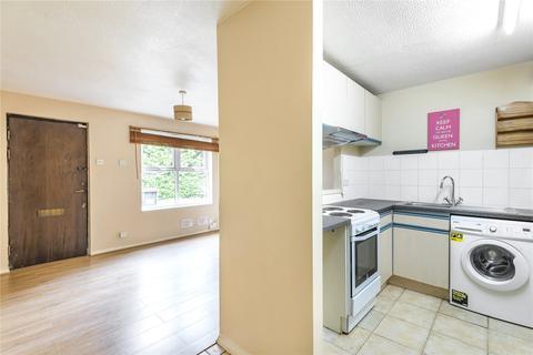 1 bedroom maisonette - Pilgrims Close, Palmers Green, London, N13