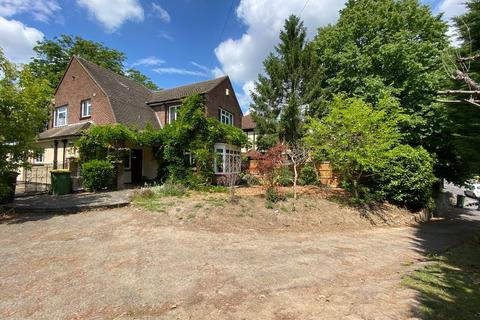 3 bedroom detached house to rent - 34 High Road, Rayleigh, Essex, SS6 7AA