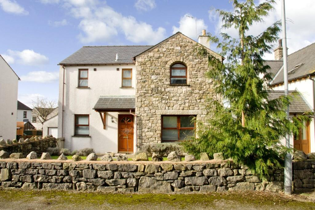 4 Bedrooms Detached House for sale in 7 Church Bank Gardens, Burton in Kendal, Carnforth, Lancashire. LA6 1NT