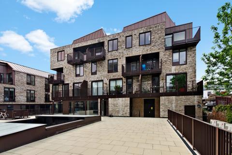 2 bedroom flat to rent - Gransden Avenue, Hackney, E8