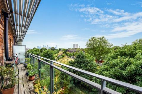 2 bedroom flat for sale - Diagoras House, Polydamas Close, London E3