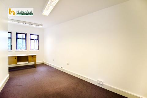 Property to rent - Old Wakefield Road, Huddersfield