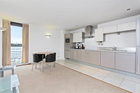 2 bedroom flat to rent - Proton Tower, 8 Blackwall Way, London, E14