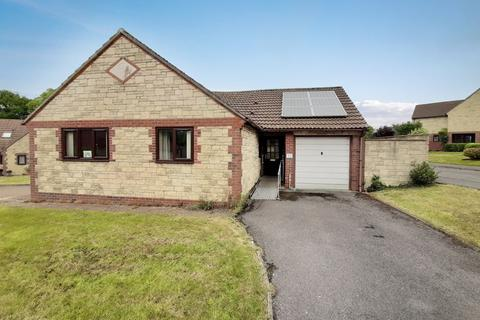 2 bedroom detached bungalow for sale - Abbey Close, Tatworth
