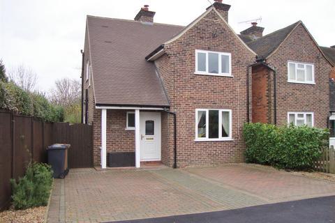 3 bedroom detached house to rent - Beckingham Road, Guildford