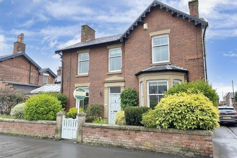 3 bedroom detached house for sale - Lowther Cottage, Church Road, Lytham