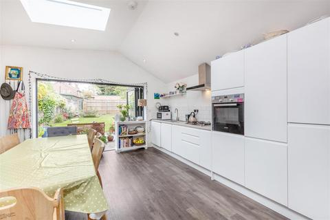 3 bedroom flat for sale - Upper Richmond Road West, East Sheen, TW10