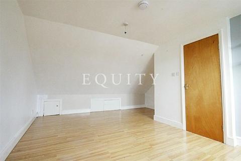 Studio to rent - Osborne Road, Enfield, EN3