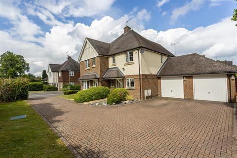 3 bedroom semi-detached house for sale - Rowan Close, Banstead