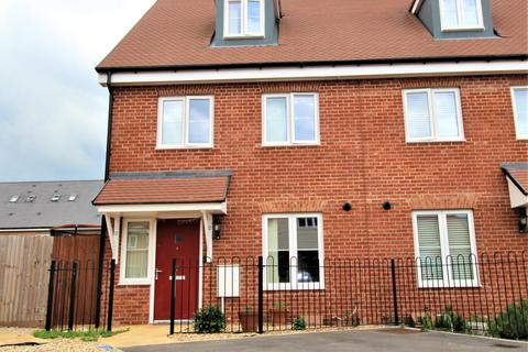 3 bedroom semi-detached house for sale - Zoe Street, Mayberry Place, Berryfields, Aylesbury HP18