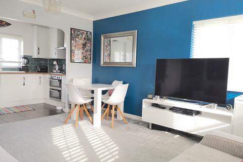 2 bedroom apartment to rent - Chelmer Road, Chelmsford, Essex, CM2