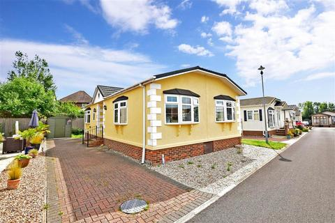 2 bedroom park home for sale - Faversham Road, Seasalter, Whitstable, Kent