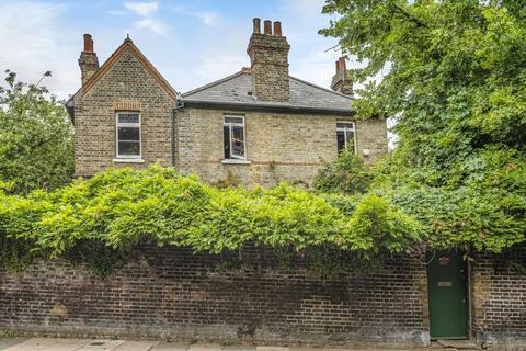 3 bedroom detached house for sale - Crooms Hill London SE10