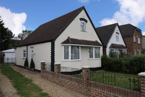 3 bedroom chalet for sale - Wrens Avenue, Ashford, Surrey