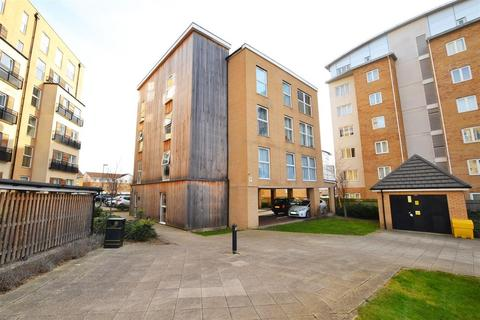 2 bedroom flat for sale - Lanadron Close, Isleworth