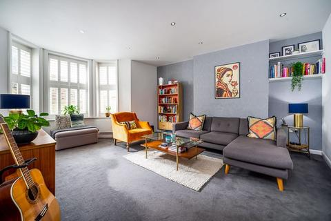 3 bedroom apartment for sale - Honeybourne Road, West Hampstead, London, NW6
