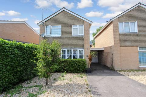 3 bedroom detached house for sale - Kestrel Close, Lordswood, Southampton, SO16