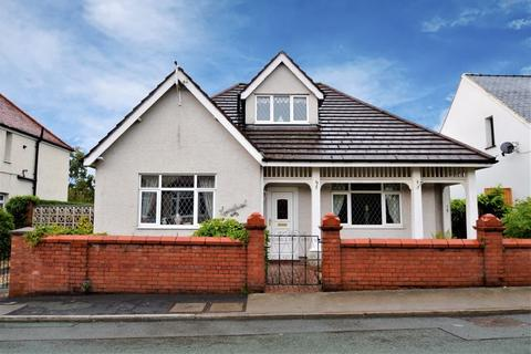 3 bedroom detached bungalow for sale - Cross Roads, Holywell