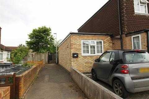 Studio to rent - Cresswell Close, Reading