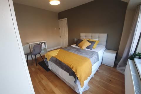 1 bedroom in a house share to rent - Glenhurst Avenue, Ruislip