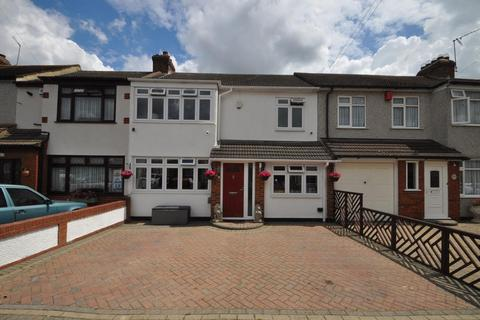 4 bedroom terraced house for sale - Laburnum Avenue, Hornchurch, Essex, RM12