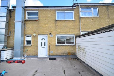 3 bedroom maisonette to rent - Kestrel Road Chatham ME5
