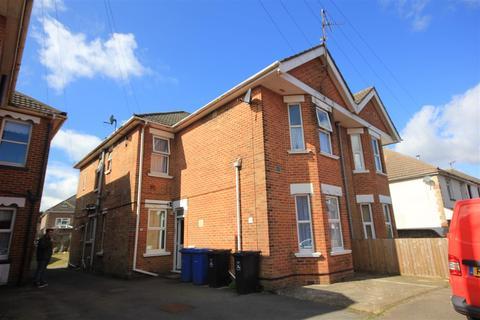 Studio to rent - Hermitage Road, Poole