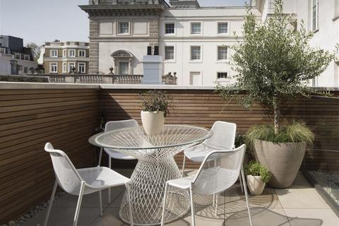 3 bedroom mews to rent - Russell Court, St James's, London, SW1A