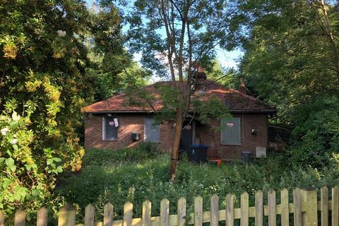 2 bedroom detached bungalow for sale - Fishponds Cottage, Browns Road, Surbiton, KT5