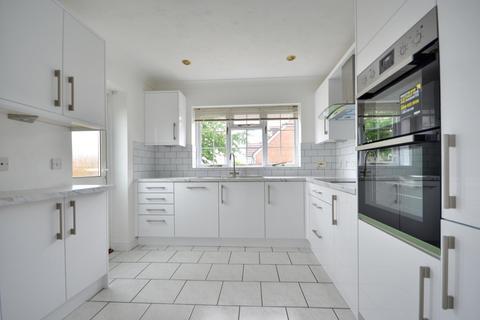 4 bedroom detached house to rent - West Hatch Manor, Ruislip HA4 8QU