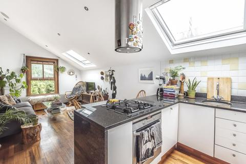 2 bedroom flat for sale - Leander Road, Brixton