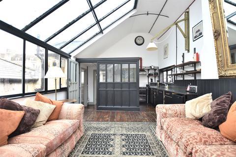 3 bedroom apartment for sale - Saxon Court, Broad Street, Bath, Somerset, BA1