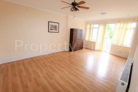 6 bedroom house to rent - South Park Drive, Ilford
