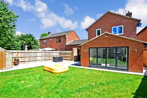 3 bedroom link detached house for sale - Butt Field Road, Ashford, Kent