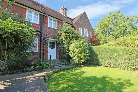 3 bedroom semi-detached house for sale - Addison Way, Hampstead Garden Suburb