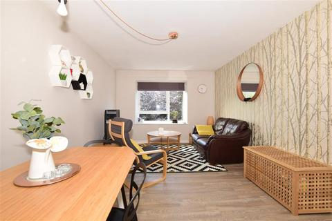 2 bedroom flat for sale - Station Approach, Cheam, Sutton, Surrey