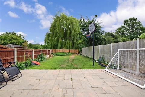 3 bedroom terraced house for sale - Plover Gardens, Upminster, Essex