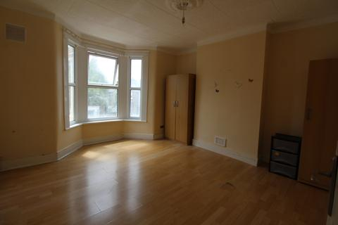 3 bedroom flat to rent - Carson Road, London, E16