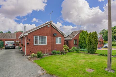 2 bedroom detached bungalow for sale - College Park Close, Rotherham