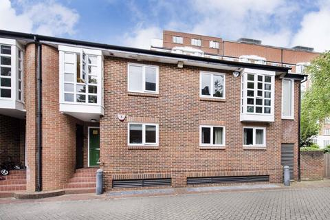 3 bedroom house to rent - Graces Mews, London, NW8