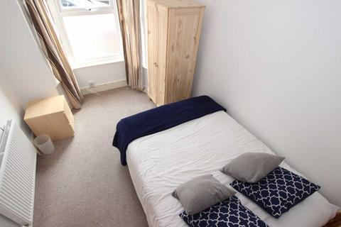 1 bedroom house share to rent - Swansea Road
