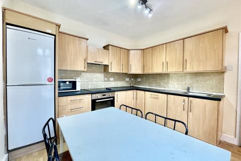 3 bedroom apartment to rent - Bowes Road, Bounds Green, London, N11
