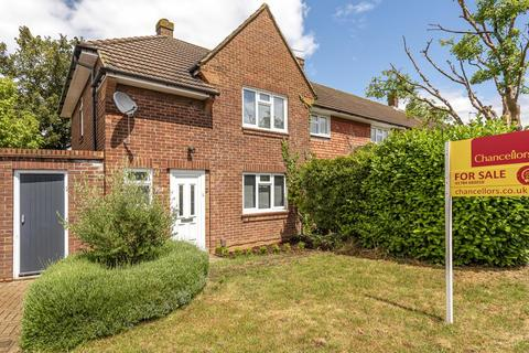 2 bedroom end of terrace house for sale - Staines Upon Thames,  Surrey,  TW18