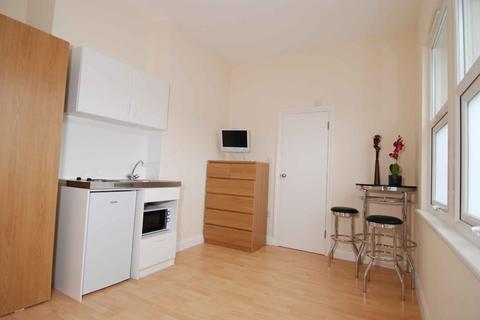 Studio to rent - Brownhill Road, Catford, London, SE6 2EJ