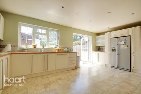 3 bedroom semi-detached house for sale - Squires Road, Shepperton