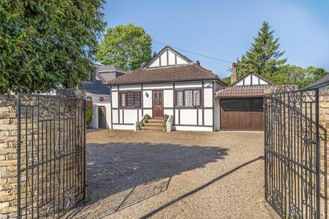 4 bedroom detached bungalow for sale - Staines Upon Thames, Surrey, TW18