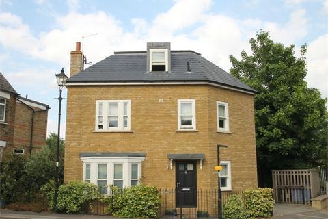 3 bedroom detached house for sale - Henrietta Gardens, N21