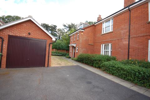 4 bedroom property to rent - BRENTWOOD