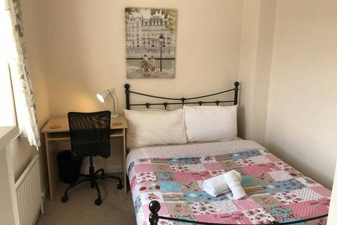 1 bedroom house share to rent - Room 3, 9 Durham Close, Guildford, GU2 8AT