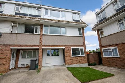 4 bedroom end of terrace house to rent - St. Fabians Drive, Chelmsford